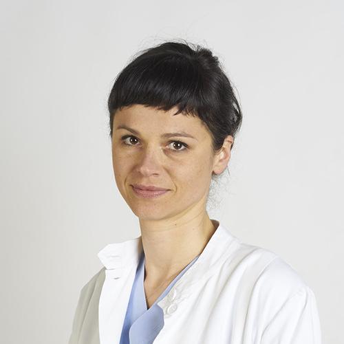 Specialista in Ortopedia e Traumatologia, dedicata alla chirurgia della mano, si occupa, in particolare, della chirurgia traumatologica.