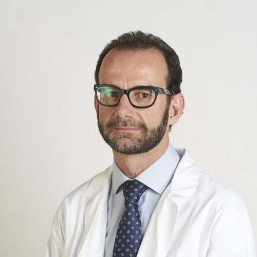 Coordinatore del gruppo SYMCRO, specializzato nel trattamento delle patologie dell'arto superiore. Nella sua attività affianca alle tecniche chirurgiche tradizionali le più avanzate metodiche artroscopiche, mini invasive e microchirurgiche.