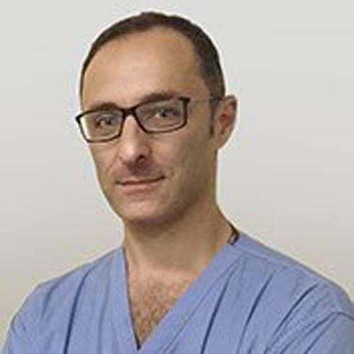Specialista in Ortopedia e Traumatologia, dedicato alla chirurgia della mano, si occupa di chirurgia aperta, mininvasiva e microchirurgia.