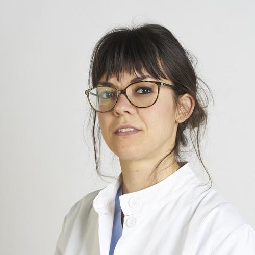 Specialista in Ortopedia e Traumatologia, dedicata alla chirurgia della mano, si occupa, in particolare, del trattamento conservativo e chirurgico delle patologie dell'arto superiore che colpiscono i musicisti.